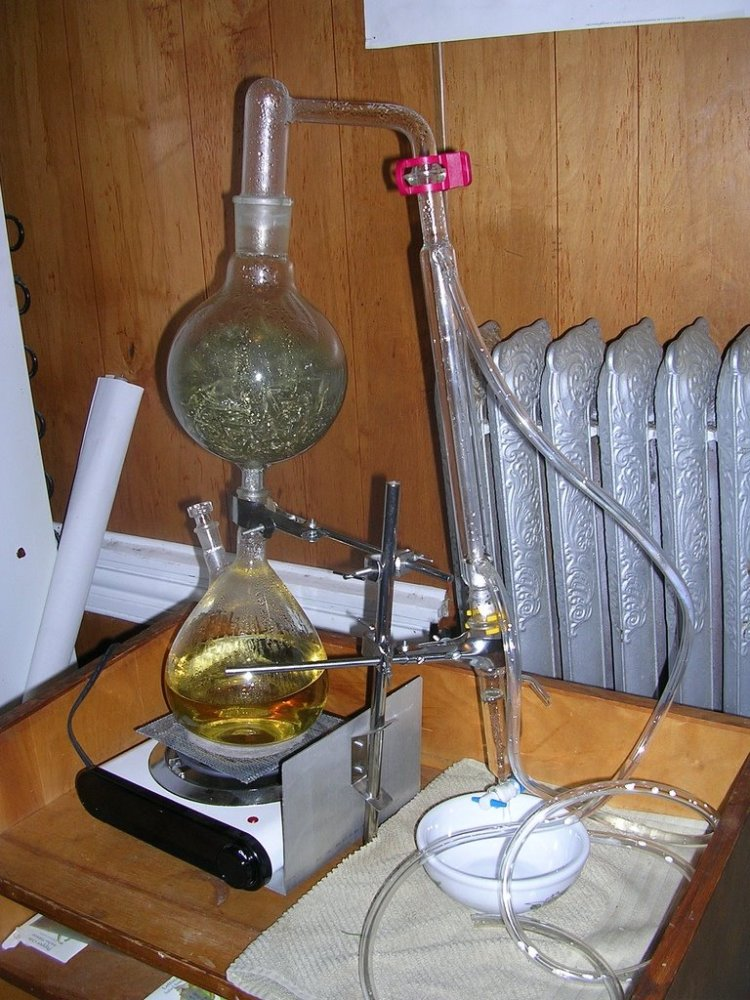 DIY distillers and where to buy distilling equipment for making essential oils (6/6)
