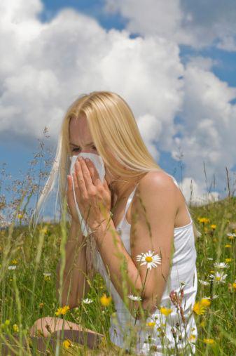 Fight Allergies Naturally ; Allergy Blend Recipe,  Immune Boosting Essential Oils, Allergen Home Spray Recipe (2/3)