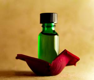rose-essential-oil01